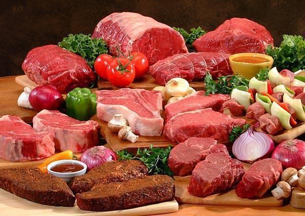 Thịt giàu protein, có hiệu quả với những ai bị chứng đau lưng hành hạ. Protein là chất quan trọng cho cơ bắp và xương. Tuy nhiên, hãy lựa chọn thịt nạc để giảm hấp thụ chất béo bão hòa. Bạn có thể lựa chọn thịt gà, ức gà và hãy nhớ bỏ phần da trước khi ăn.