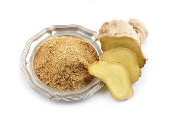 Gừng có công dụng tương tự như bột nghệ trong việc hỗ trợ giảm đau lưng. Bạn có thể dùng gừng trong thức ăn hoặc uống trà gừng hàng ngày. Gừng còn tốt cho những ai có vấn đề về hệ tiêu hóa và chứng ợ nóng.