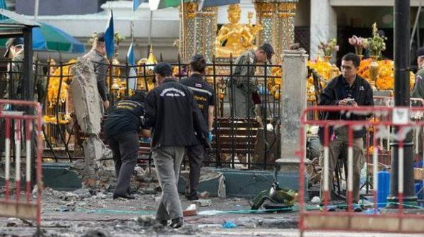Đội điều tra tiến hành rà soát toàn bộ khu vực - Ảnh: Thai Rath.