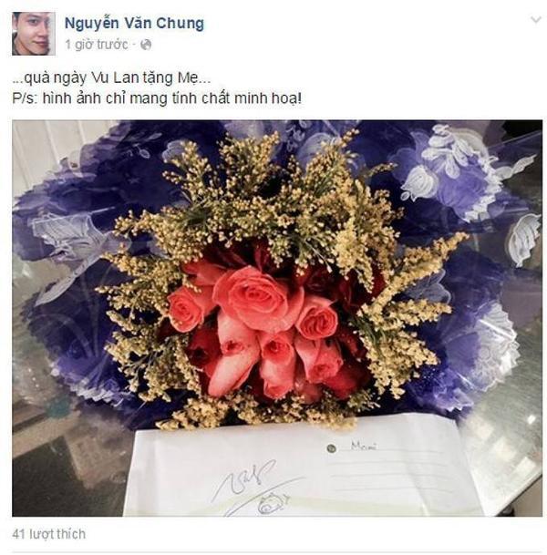 """Với nhạc sĩ Nguyễn Văn Chung, anh đăng tải hình ảnh hoa và tấm thiệp nhưng lại chú thích: """"Quà ngày Vu Lan tặng Mẹ… Hình ảnh chỉ mang tính chất minh họa!""""."""