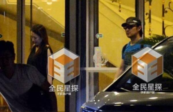 Cô đi ăn tối cùng Uông Phong một ngày trước khi sang Mỹ.