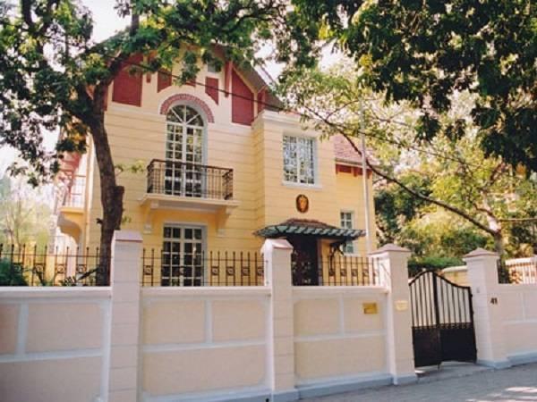 Căn nhà ở Hà Nội (năm 1996) được chính phủ Na Uy thuê lại và tân trang để làm văn phòng sứ quán (tháng 9/1998). Ảnh: Đại sứ cung cấp