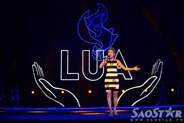 Mặc dù chỉ là buổi duyệt chương trình song Thảo Trang vẫn thể hiện hết mình như đang biểu diễn thực sự.