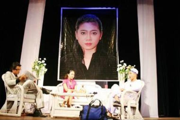 Ảnh thờ của Mai Phương trong vở kịch Người vợ ma