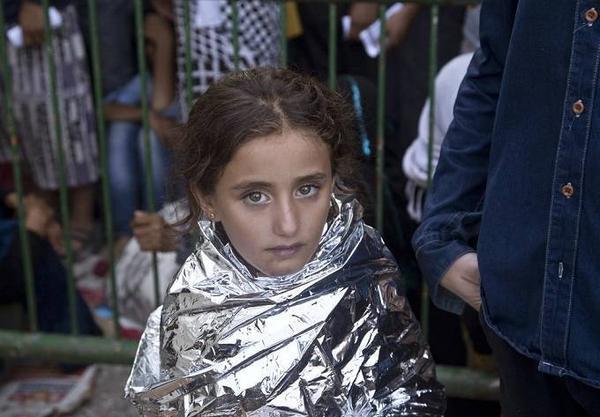 Ánh mắt hồn nhiên ngây thơi của một bé gái tị nạn người Syria.