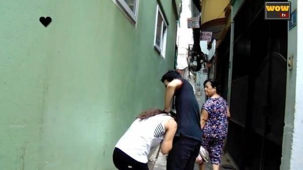 người Việt Nam làm gì khi một cô gái bị bạo hành_ tôi đánh cô gái này và đây là câu trả lời... - YouTube (720p).00_00_15_06.Still001