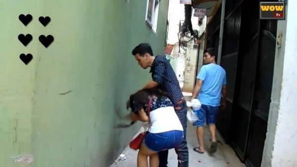 người Việt Nam làm gì khi một cô gái bị bạo hành_ tôi đánh cô gái này và đây là câu trả lời... - YouTube (720p).00_00_49_24.Still004