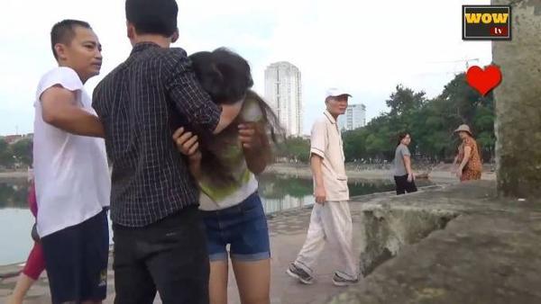 người Việt Nam làm gì khi một cô gái bị bạo hành_ tôi đánh cô gái này và đây là câu trả lời... - YouTube (720p).00_01_04_24.Still005