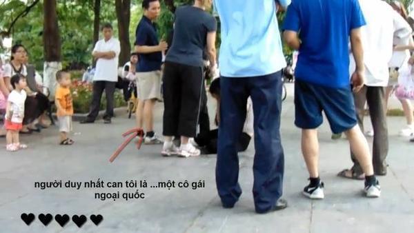 người Việt Nam làm gì khi một cô gái bị bạo hành_ tôi đánh cô gái này và đây là câu trả lời... - YouTube (720p).00_02_11_00.Still011