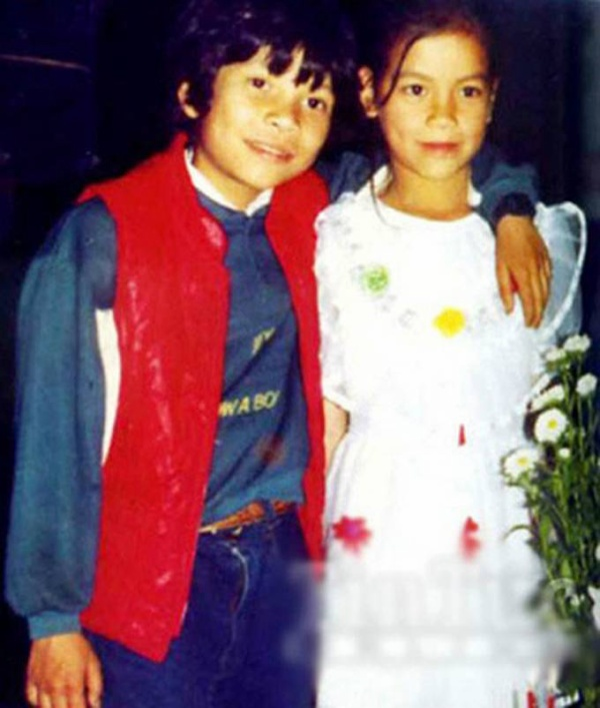 Hồ Ngọc Hà trong một tấm hình chụp cùng anh trai. Cả cô lẫn anh trai đều có gương mặt rất Tây vì mang trong mình hai dòng máu Việt - Pháp.