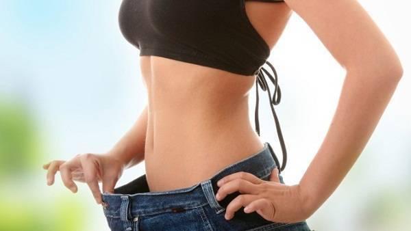 Uống nước giúp bạn giảm cân, đẹp dáng.