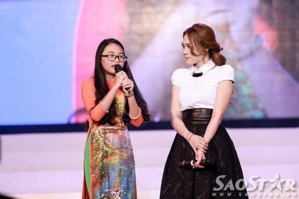 Trong phần chia sẻ của mình, á quân Giọng hát Việt nhí mùa 1 cho biết, bản thân hy vọng khi lớn lên sẽ có cơ hội giúp Mỹ Tâm làm từ thiện.
