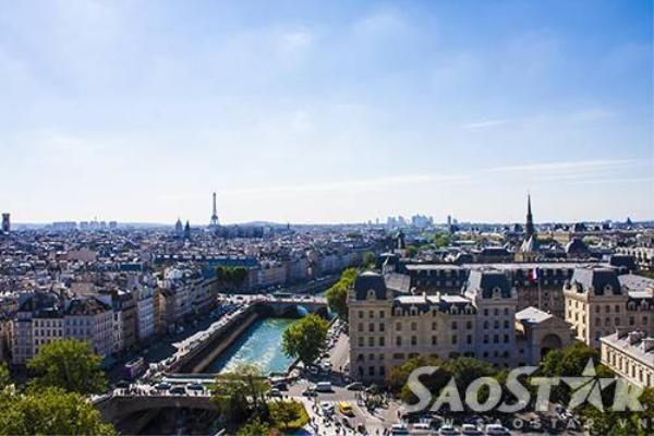 Tầm nhìn từ đỉnh tháp Nhà thờ Đức Bà.