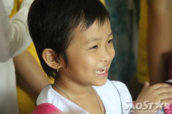 Những nụ cười xóa bỏ ranh giới mong manh của bệnh tật.