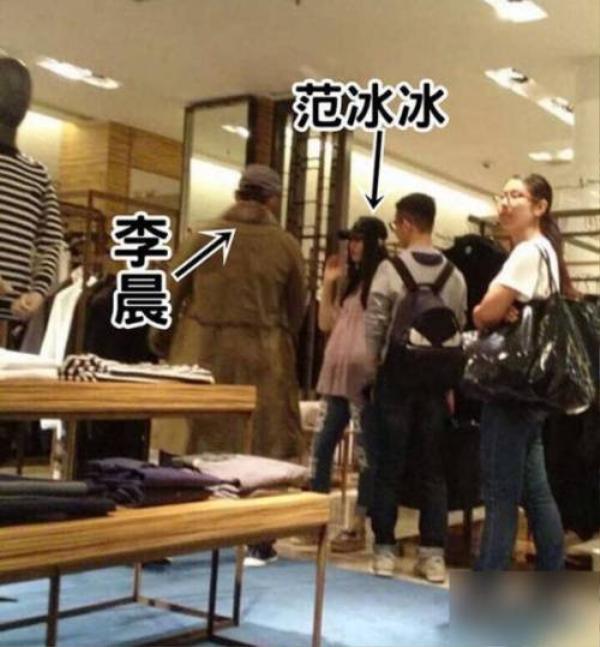 Phạm Băng Băng và Lý Thần đi mua đồ nội thất ở Hong Kong. Vòng hai của người đẹp gây chú ý vì to bât thường.