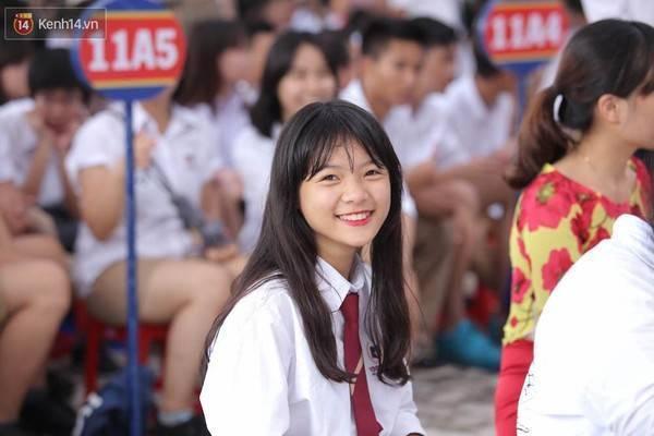 Nụ cười vô cùng rạng rỡ ngày tựu trường của một cô học sinh trường Vinschool Hà Nội.