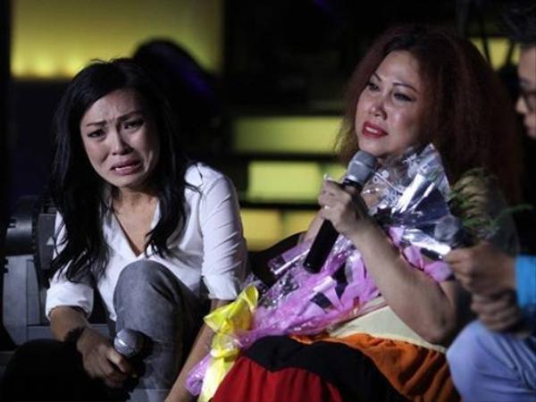 Phương Thanh từng tổ chức show nhạc riêng để quyên góp giúp đỡ bạn thân vượt qua khó khăn. Cả hai từng khóc trên sân khấu và dành cho nhau tình cảm ấm áp mà không phải đồng nghiệp nào cũng