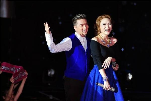 Mỹ Tâm và Đàm Vĩnh Hưng thường xuyên mặc đồ cùng màu trên sân khấu The voice.