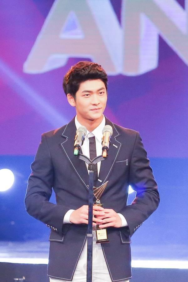 Gương mặt niễn viên nam ấn tượng Kang Tae Oh.