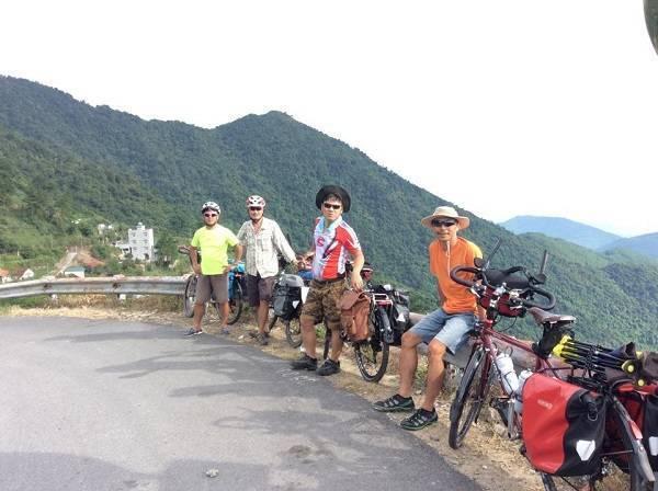 Nhóm xe đạp đường trường của anh Tuyến.