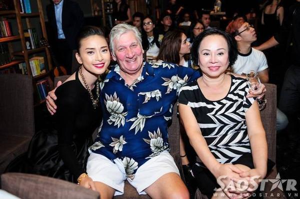 Ba mẹ của Ngô Thanh Vân cũng đến tham dự sự kiện để ủng hộ tinh thần cho cô con gái cưng.
