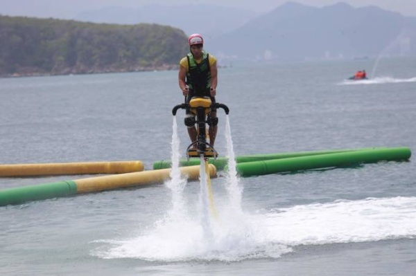 Cac tay dua trong tro choi Fly-board 30