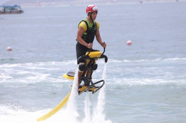 Cac tay dua trong tro choi Fly-board 32