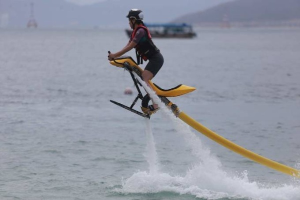 Cac tay dua trong tro choi Fly-board 35