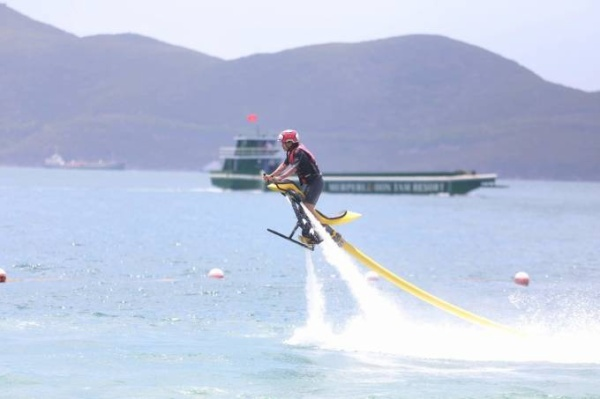 Cac tay dua trong tro choi Fly-board 5
