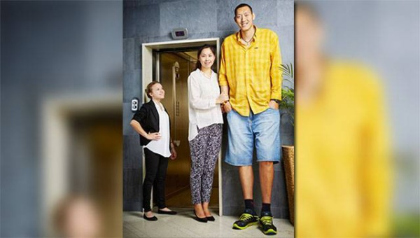Ông Sun và cô Xu vừa xác nhận kỷ lục Guiinness mới cho cặp vợ chồng cao nhất thế giới