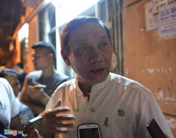 Ông Lưu Ngọc Linh, Tổ trưởng dân phố số 7 (phường Quốc Tử Giám) kể lại vụ việc. Ảnh: Lê Hiếu.