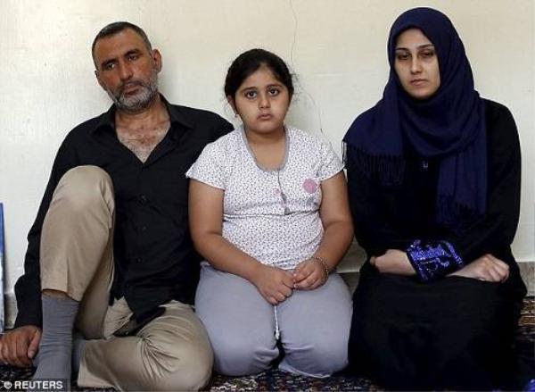 Zainab Abbas cùng chồng và đứa con gái còn sống sót sau vụ chìm tàu.