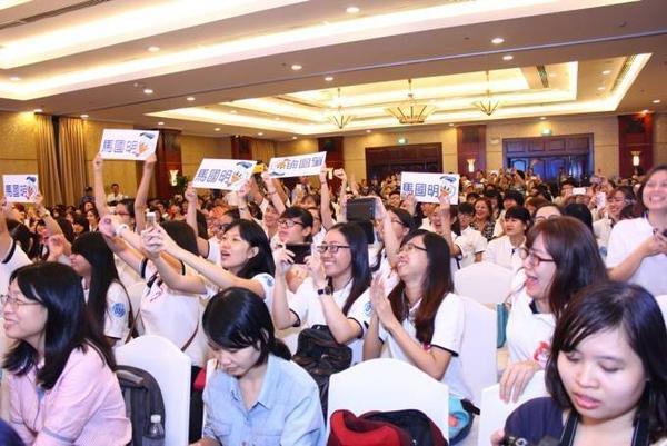 500 fans (3)