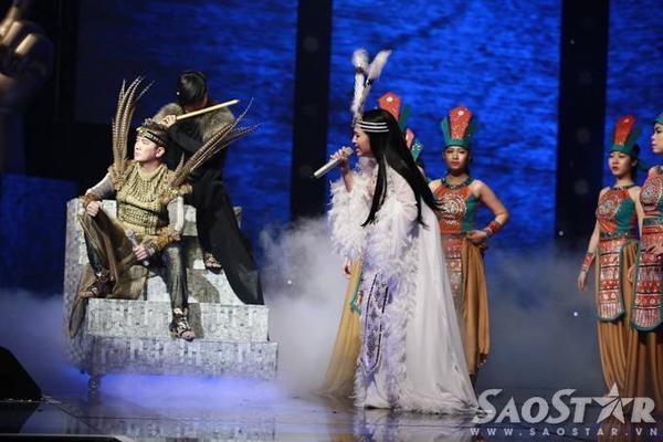 Tố Ny thăng hoa trên sân khấu, đồng thời cho thấy sự đa năng của mình khi hát được rất nhiều dòng nhạc.