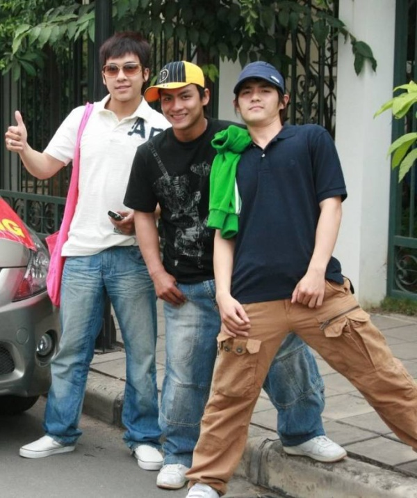 Nhóm Weboys gồm 3 thành viên Tiến Dũng, Dương Ngọc Đàm, Ông Cao Thắng.