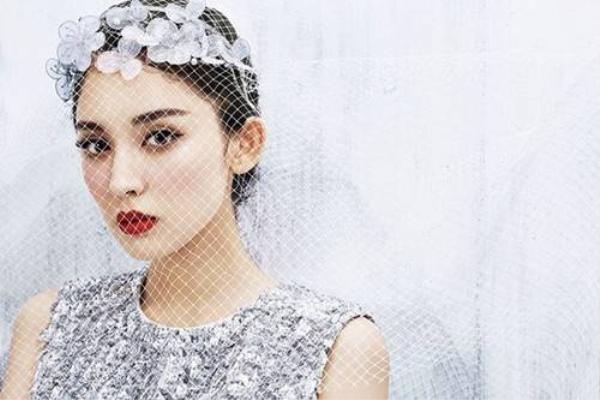 Cổ Lực Na Trát nổi tiếng bởi vẻ ngoài xinh đẹp.