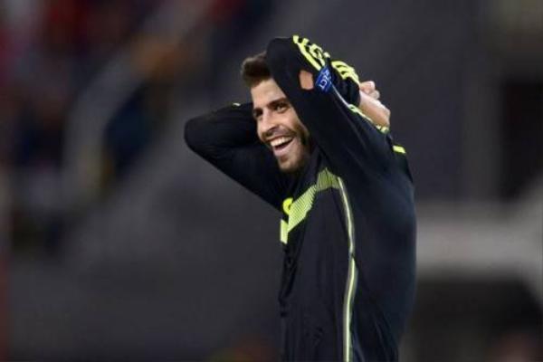 Chắc chắn Pique cũng thở phào khi không phải mất hơn 10 triệu Euro cho fan