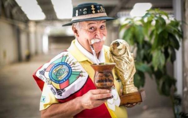 Đất nước Brazil mất đi một CĐV trung thành, đáng yêu nhất.