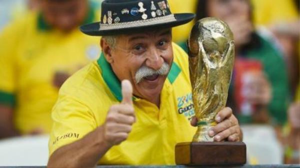 Từ nay, CĐV bóng đá sẽ không còn được nhìn thấy nụ cười này của ông Clovis Acosta Fernandes