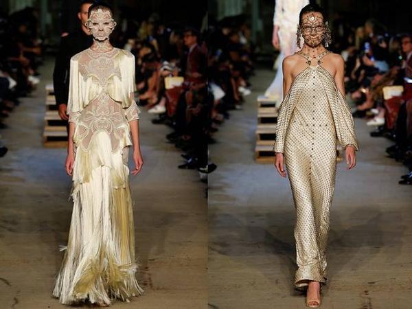 Mặt nạ đính khuyên kim loại hay voan, ren tạo sự kì bí, ấn tượng cho bộ sưu tập của Givenchy.