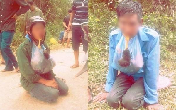 Sau đó bị buộc phải ngậm con gà chết và quỳ giữa đường trước sự chứng kiến của nhiều người - (Ảnh: N.N)