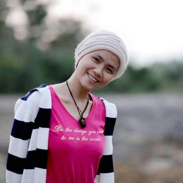 Ngọc Nữ luôn tươi cười dù cuộc sống có khó khăn. Ảnh: FBNV.