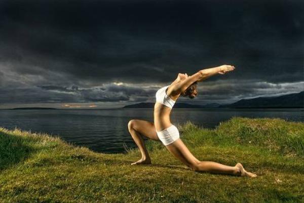 Yoga hướng đến sự dẻo dai, cân bằng cơ thể.