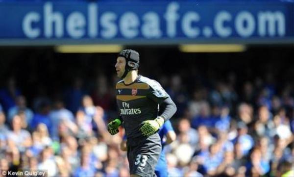 Dù đã chuyển sang thi đấu cho Arsenal nhưng khi trở về sân Stamford Bridge anh vẫn được đón tiếp nồng hậu.