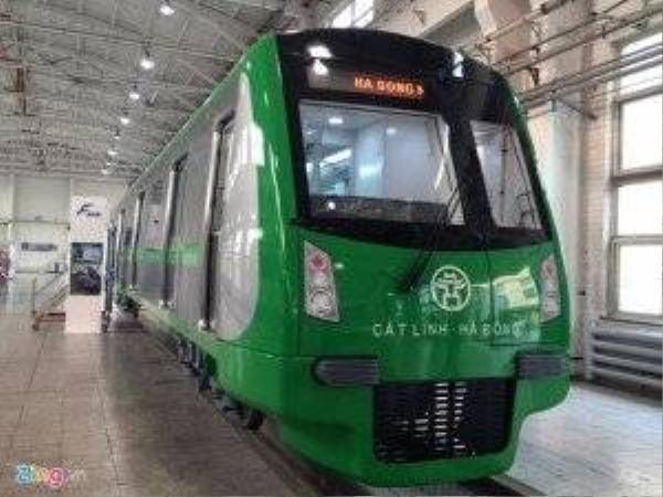 Đây là đoàn tàu mẫu, được đóng tại nhà máy đóng toa xe metro, Bắc Kinh, Trung Quốc. Đoàn tàu mẫu mô phỏng tỷ lệ 1/1 về hình dáng kết cấu, nội ngoại thất. Sau quá trình tiếp thu ý kiến, hình dáng, thiết kế tàu sẽ cập nhật một vài chi tiết cho phù hợp điều kiện thực tế.