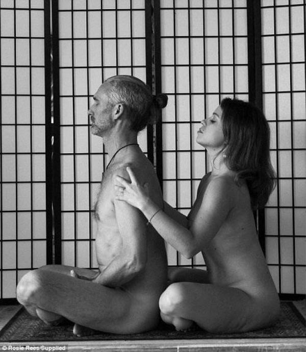 Sot-voi-trao-luu-yoga-nude-cho-cac-cap-doi-saostar.vn-hinh-anh-5