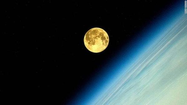 Hiện tượng siêu trăng xảy ra khi mặt trăng tiến đến vị trí gần trái đất nhất.