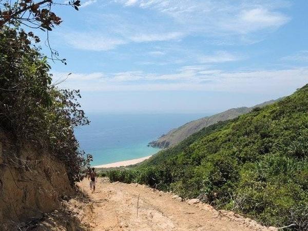 Kỳ Co nhìn từ trên cao, khi leo kiệt sức lên ngọn đồi để được ngắm nhìn toàn cảnh.