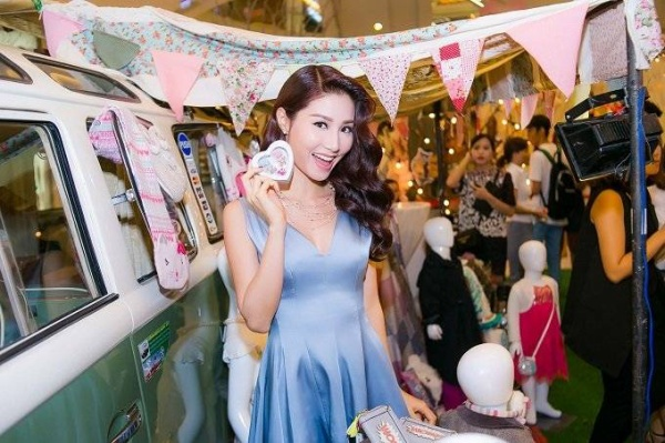 saostar - Angela Phương Trinh, Diễm My, Hương Giang Idol (13)