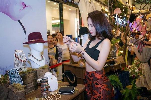saostar - Angela Phương Trinh, Diễm My, Hương Giang Idol (9)